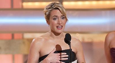 קייט ווינסלט מקבלת את הפרס על שחקנית המשנה, טקס גלובוס הזהב 09