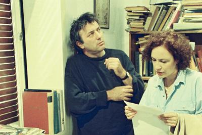 """אסי דיין עם רבקה נוימן, """"שמיכה חשמלית ושמה משה""""."""