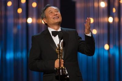 אנג לי קוטף את פרס האוסקר לבמאי הטוב ביותר 2013.