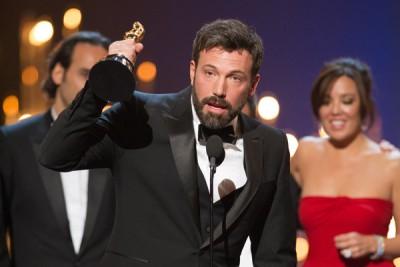 בן אפלק זוכה עם פסלון האוסקר שלו לשנת 2013.