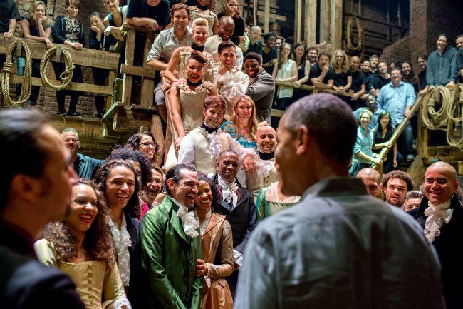 """אובמה מאחורי הקלעים של """"המילטון"""" ב-2015."""