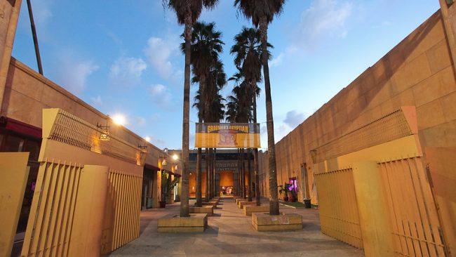 בית הקולנוע המצרי Grauman's Egyptian Theatre. תמונה באדיבות: cc-by-sa Tim Wang
