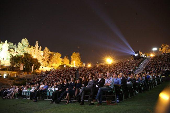 בריכת הסולטן מלאה בבאי פסטיבל ירושלים האחרון שהתקיים מול קהל. צילום: ניר שאנני, באדיבות הפסטיבל.