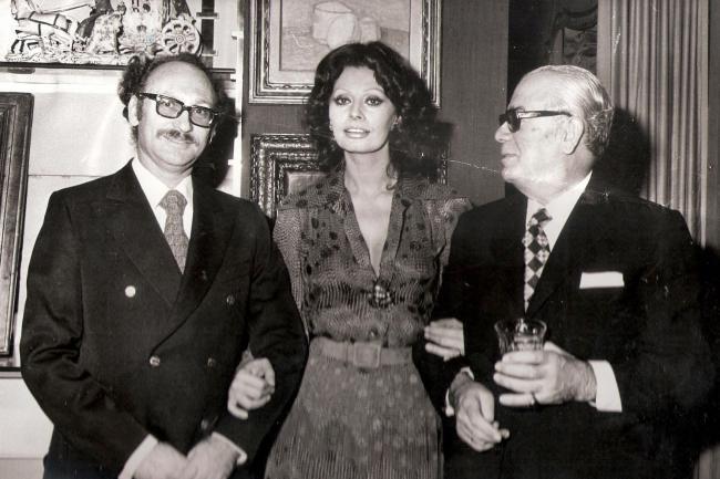 אפרים גלעד משמאל, עם סופיה לורן. באדיבות סרטי נחשון.