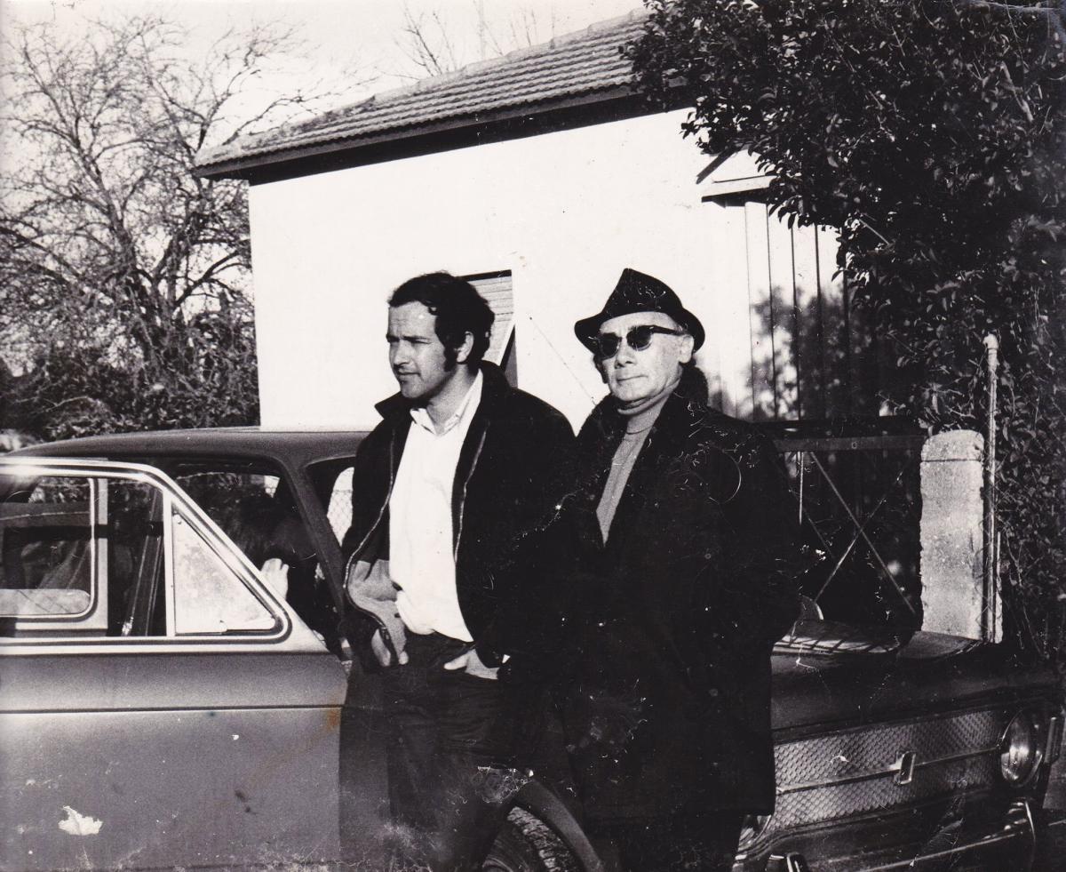 """תמונה של דן וולמן עם אברהם חלפי מתוך """"פלוך"""""""