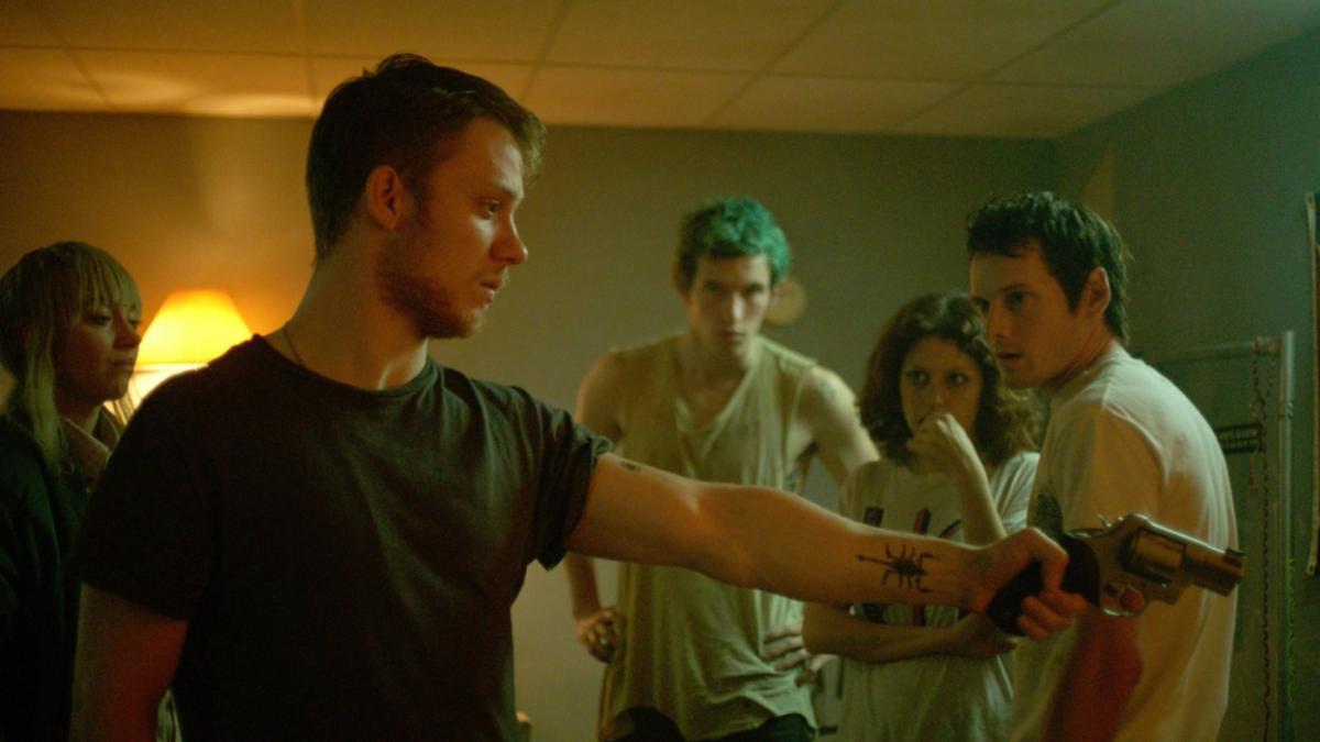 """תמונה של קאלום טרנר עם אנטון ילצ'ין, אליה שווקאט, מארק וובר, אימוג'ן פוטס מתוך """"חדר מנוחה"""""""