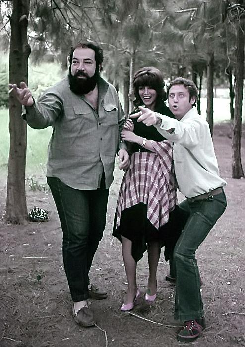 """תמונה של יונה אליאן עם אורי זוהר, פול ל. סמית' מתוך """"קוראים לי שמיל"""""""