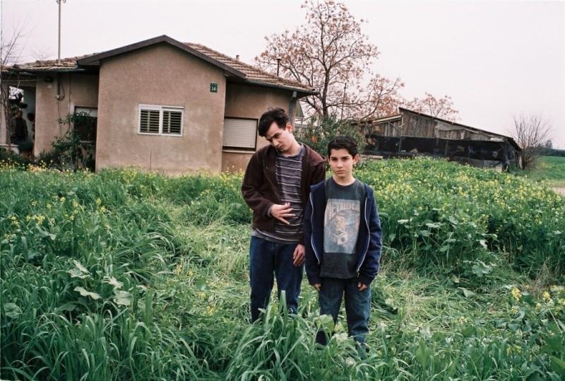 """תמונה של יואב רוטמן עם מיכאל מושונוב מתוך """"מבול"""""""