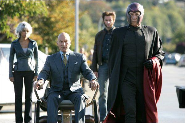 """תמונה של פטריק סטוארט עם איאן מק'קלן, יו ג'קמן, האלי ברי מתוך """"אקס-מן 3"""""""