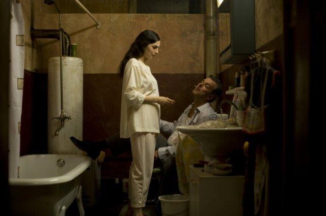 """תמונה של אמירה קאסאר עם דני יוסטון מתוך """"פלייאוף"""""""