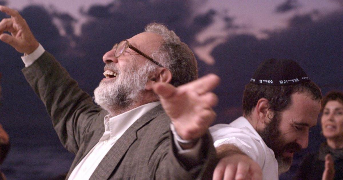 """תמונה של זהר שטראוס עם מכרם ח'ורי מתוך """"הבן של אלוהים"""""""