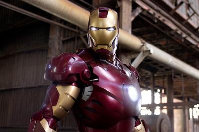 רוברט דאוני גוניור בתור איירון מן.