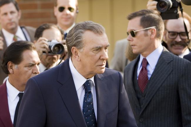 """""""פרוסט / ניקסון"""". פרנק לנג'לה."""