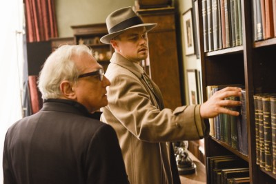 """תמונה של מרטין סקורסזה עם ליאונרדו די'קפריו מתוך """"שאטר איילנד"""""""