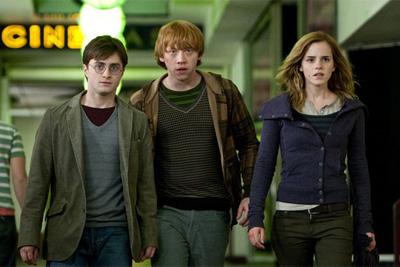 משמאל: דניאל רדקליף, רופרט גרינט ואמה ווטסון. מתוך הארי פוטר ואוצרות המוות: חלק ראשון