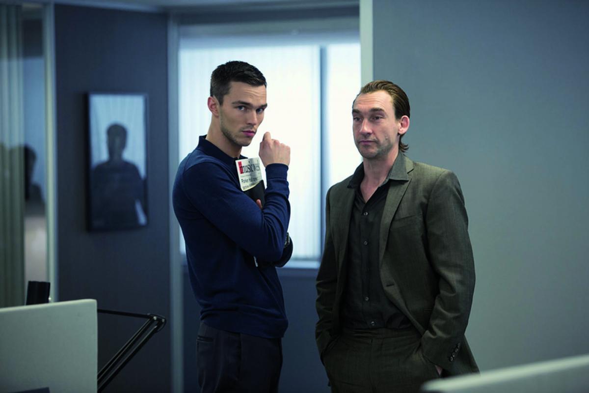 """תמונה של ג'וזף מוול עם ניקולס הולט מתוך """"להרוג את החברים שלך (ש.ל.ר)"""""""