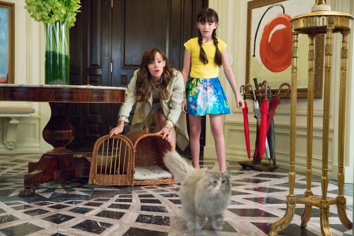 """תמונה של ג'ניפר גארנר עם מלינה וייסמן מתוך """"מר תשע נשמות"""""""