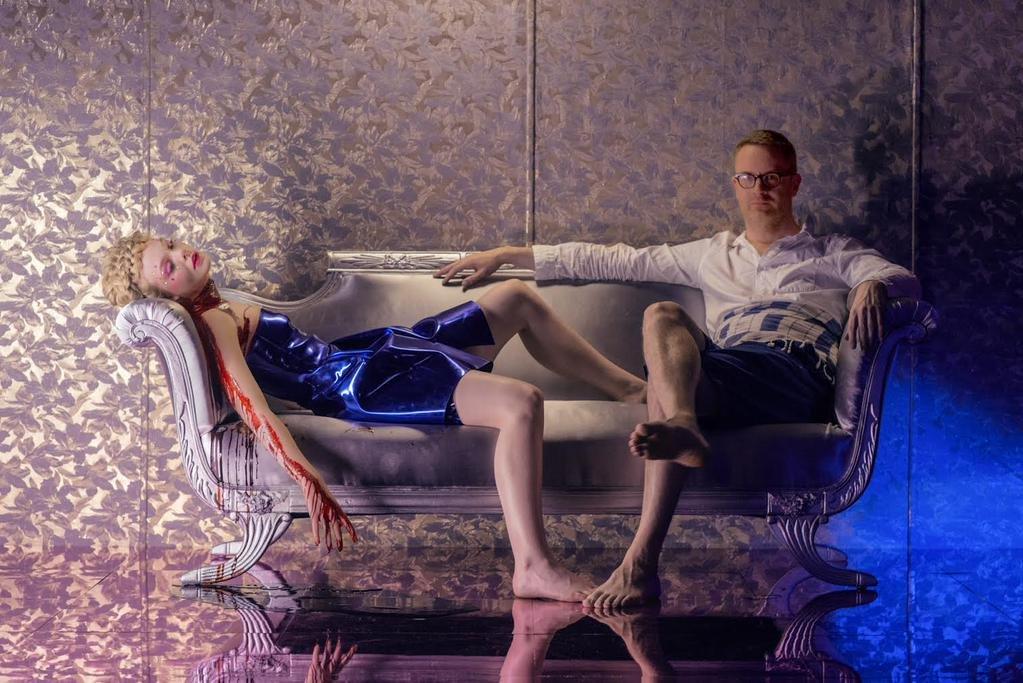 """תמונה של ניקולס וינדינג רפן עם אל פאנינג מתוך """"דוגמניות ושדים"""""""