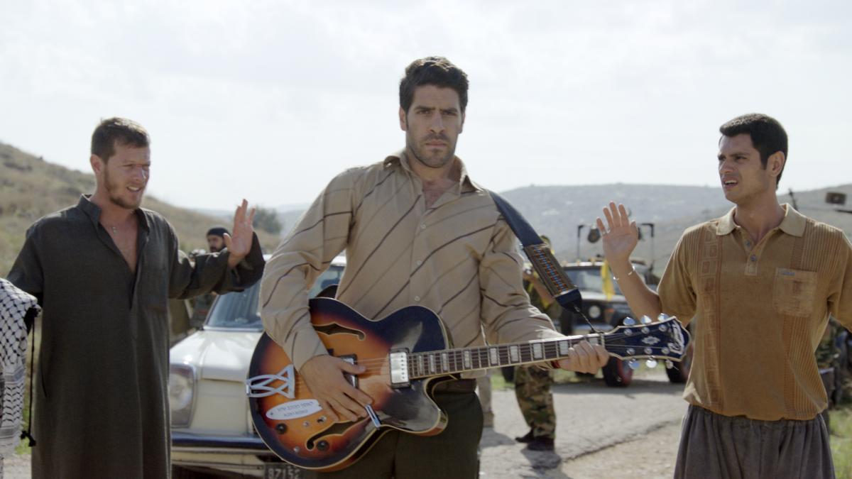 """תמונה של עפר שכטר עם עופר חיון, אורי לייזרוביץ' מתוך """"הלהקה האחרונה בלבנון"""""""
