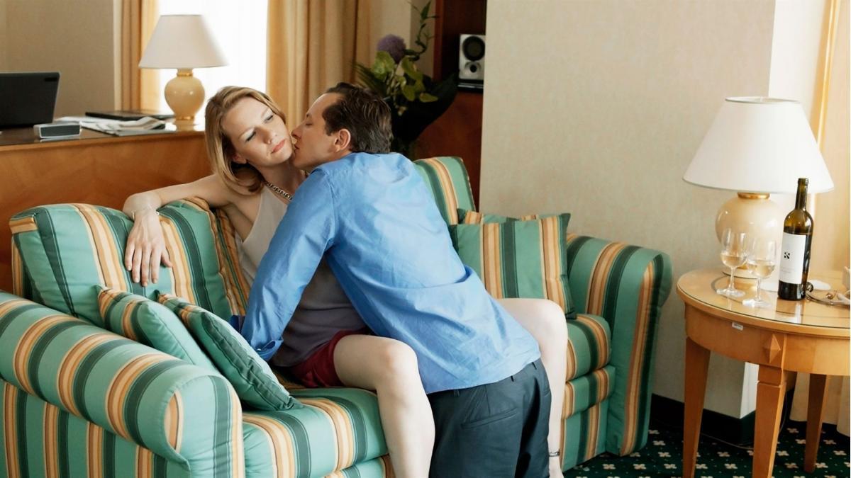 """תמונה של טרייסטן פוטר עם סנדרה הולר מתוך """"טוני ארדמן"""""""