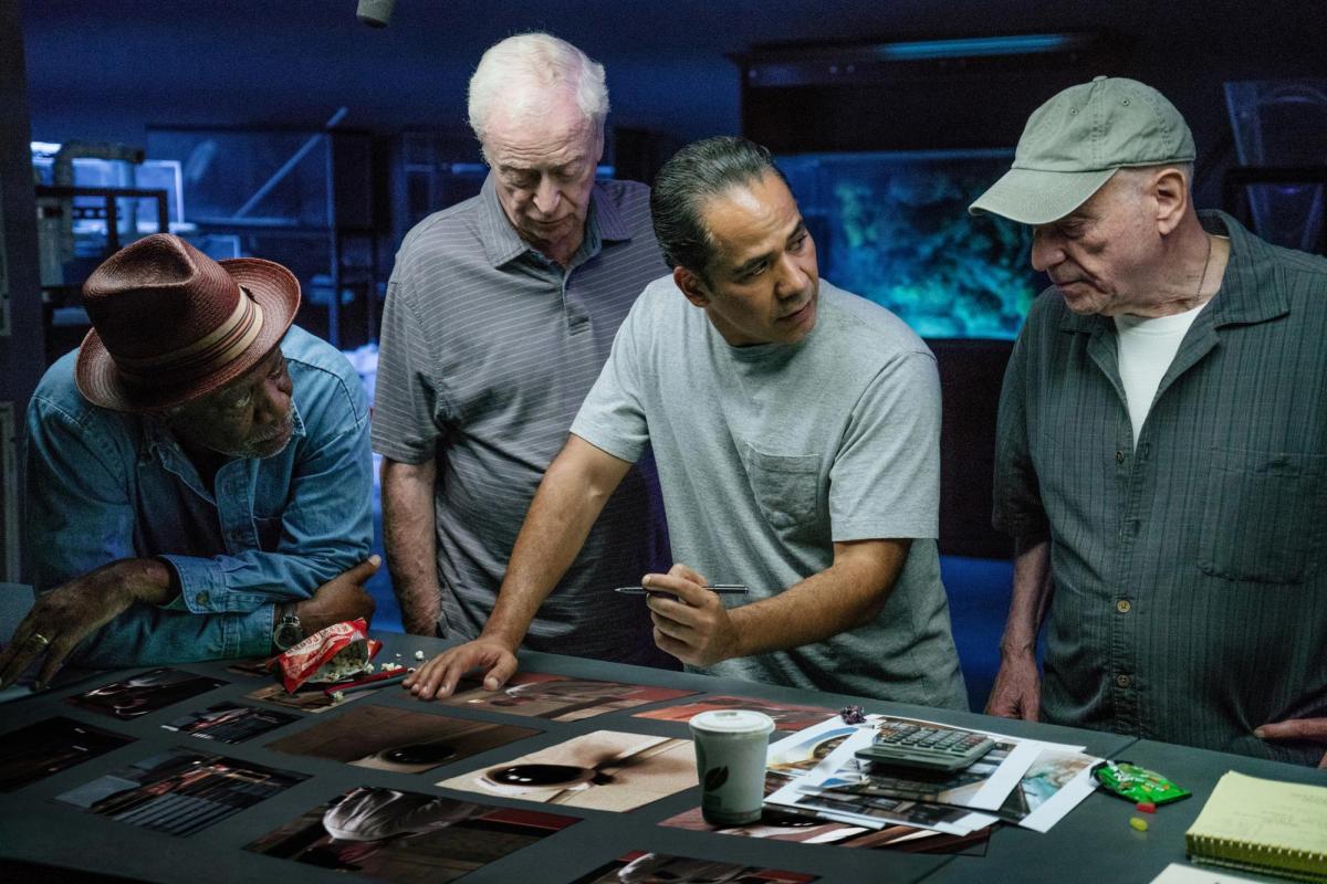 """תמונה של מורגן פרימן עם אלן ארקין, ג'ון אורטיז, מייקל קיין מתוך """"פורשים בסטייל"""""""