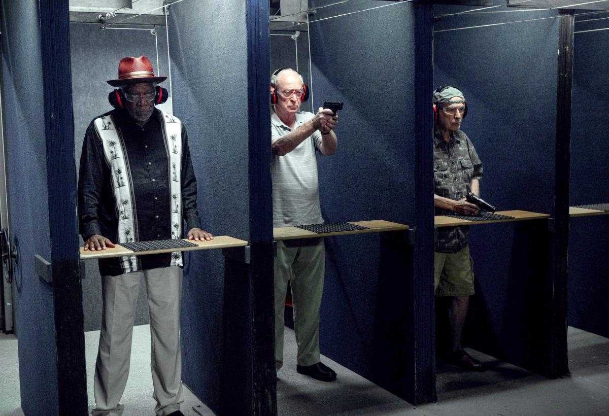 """תמונה של מורגן פרימן עם אלן ארקין, מייקל קיין מתוך """"פורשים בסטייל"""""""