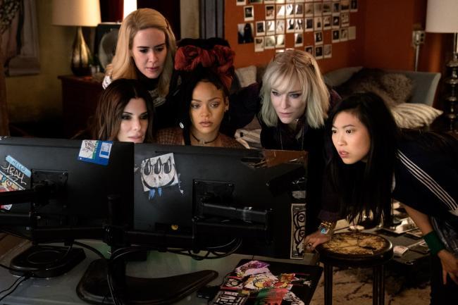 """""""אושן 8"""". אווקוופינה, קייט בלאנשט, ריהאנה, שרה פולסון, סנדרה בולוק."""