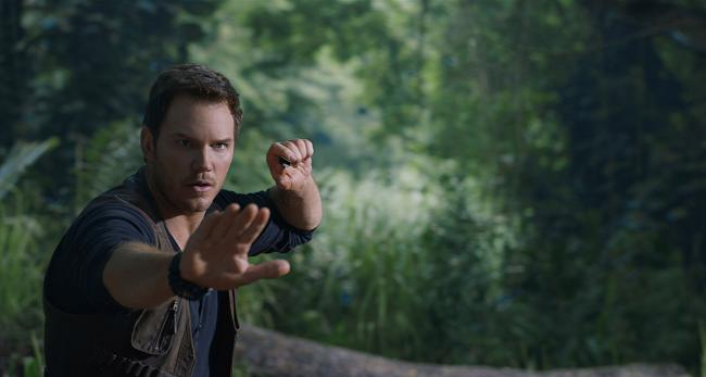 """""""עולם היורה 2: נפילת הממלכה"""". כריס פראט."""