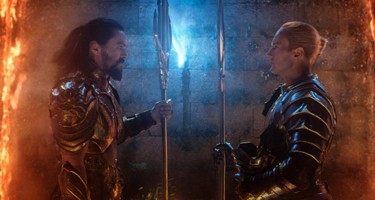 """תמונה של ג'ייסון מומואה עם פטריק ווילסון מתוך """"אקוומן"""""""