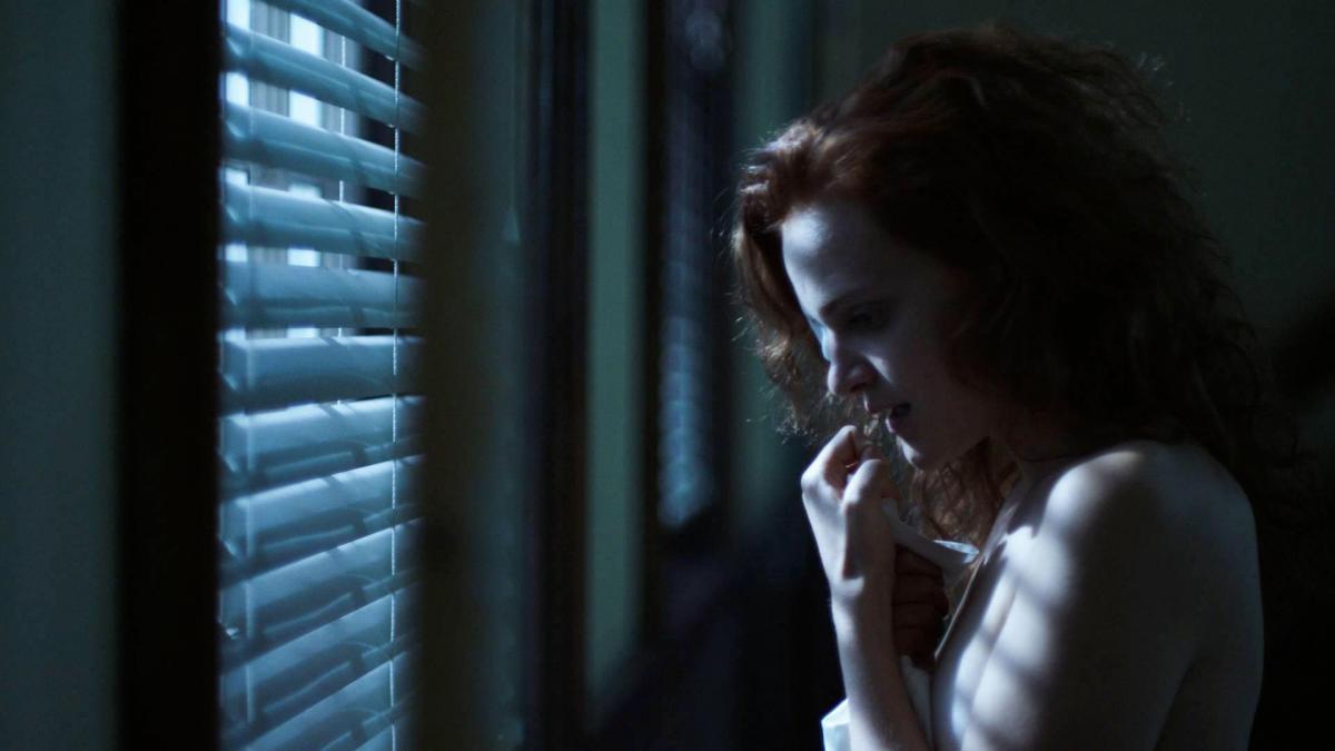 """תמונה של מדליין ברוור מתוך """"סיפורה של שפחה"""""""