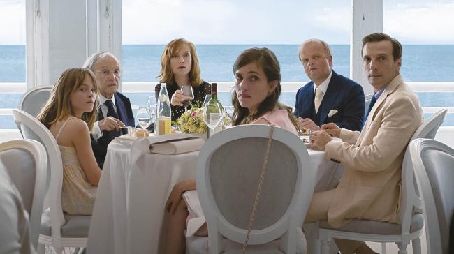 """""""סוף טוב"""". מתייה קסוביץ', טובי ג'ונס, לאורה ורלינדן, איזבל הופר, ז'אן-לואי טרינטיניאן, פנטין הרדואין."""