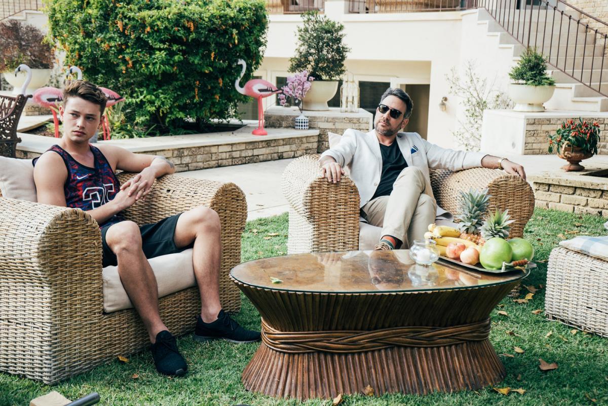 """תמונה של מולי שולמן עם און רפאלי מתוך """"ג'סטה"""""""