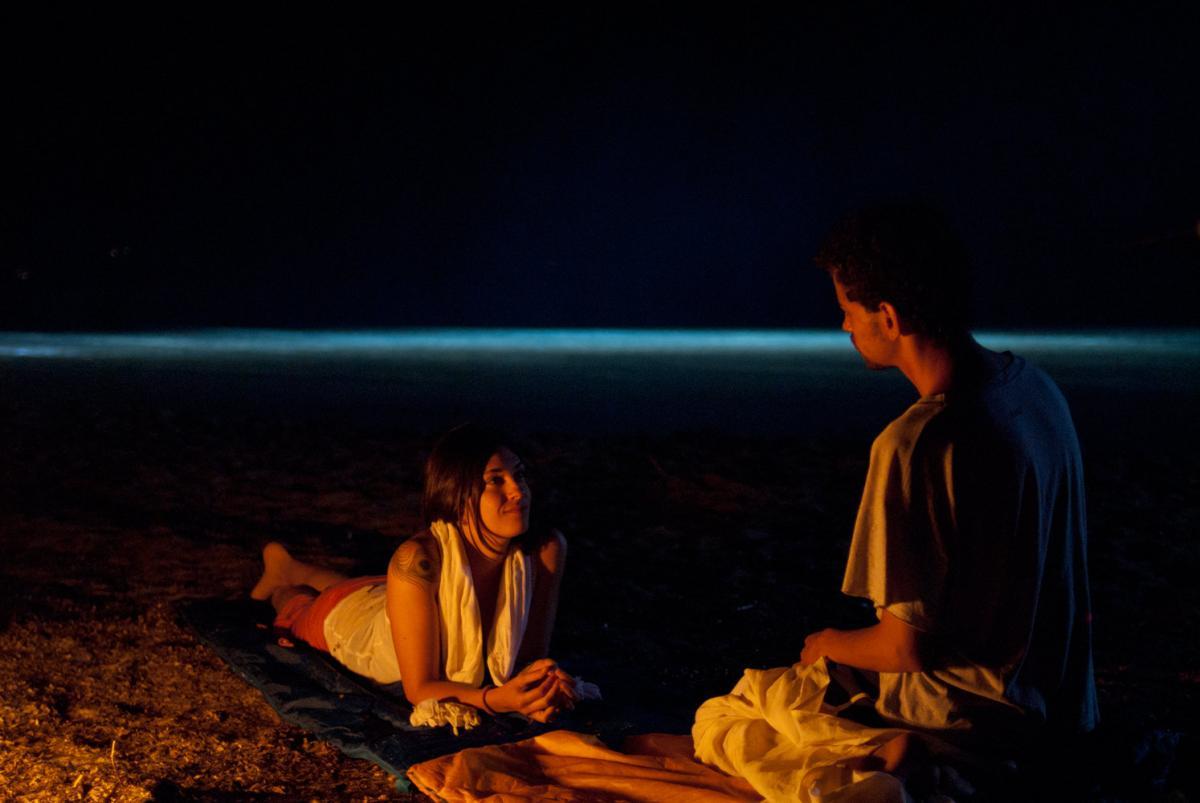 """תמונה של תאופיק ברהום עם ניקי ואקאלי מתוך """"אהבה יוונית"""""""