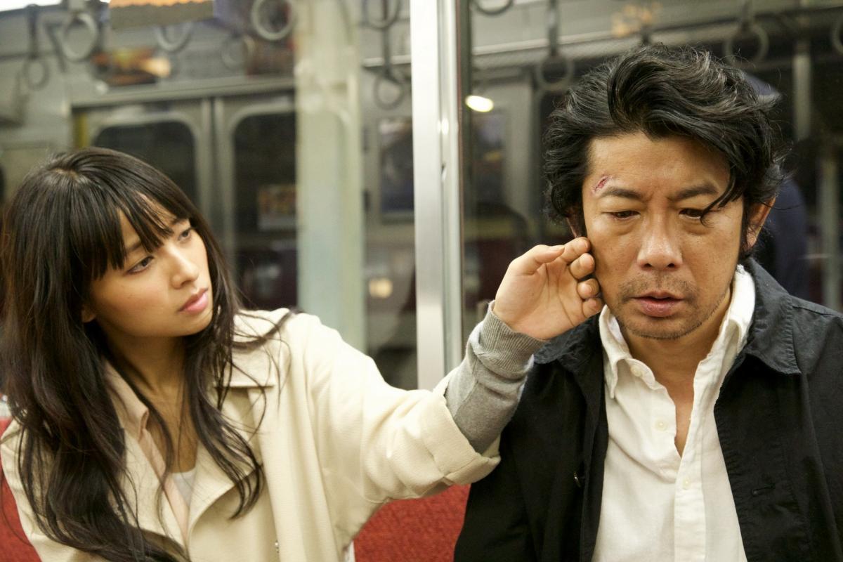 """תמונה של מסטושי נגאסה עם איאמה מיסאקי מתוך """"אל האור"""""""