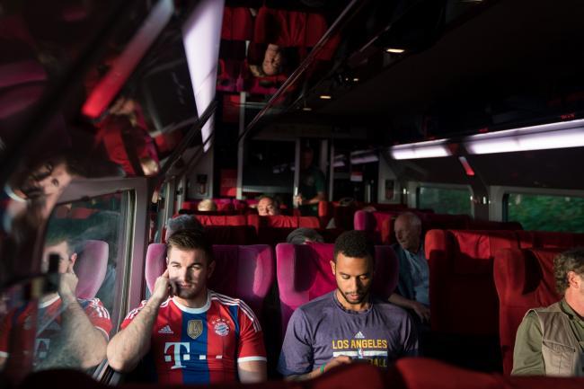 """""""הרכבת של 15:17 לפריס (ש.ל.ר)""""."""