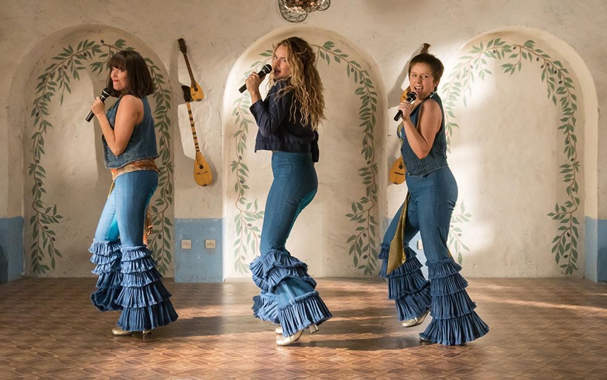 """תמונה של לילי ג'יימס עם אלכסה דיויס, ג'סיקה קינן וויין מתוך """"מאמה מיה 2! היר ווי גו אגיין"""""""