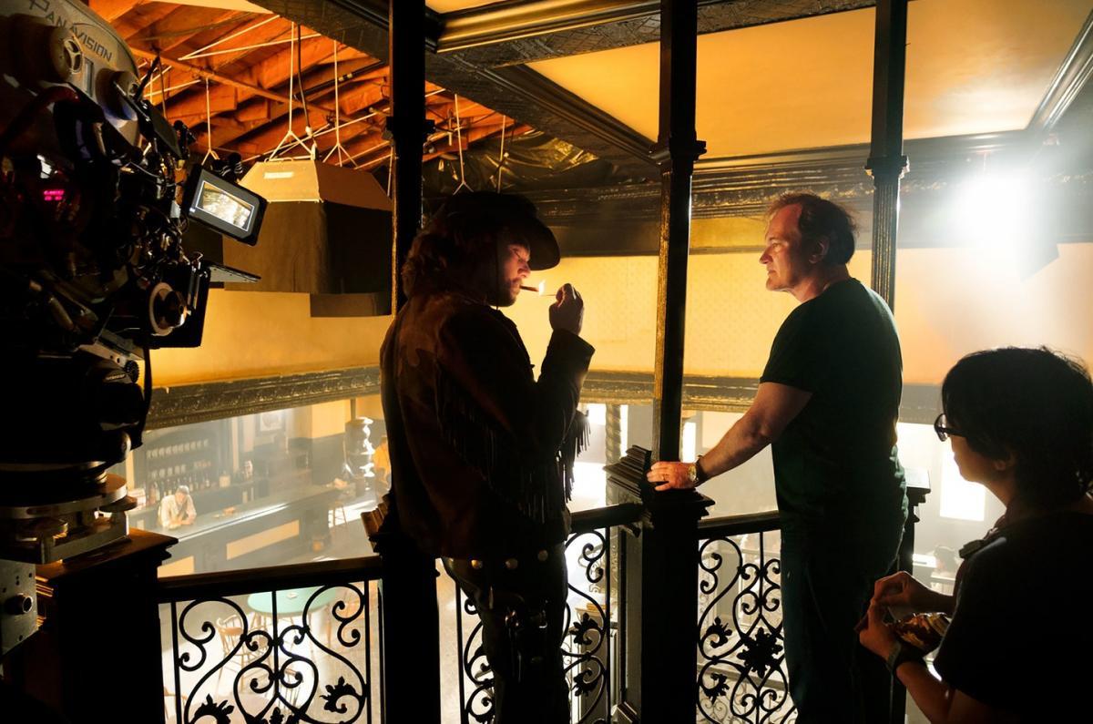 """תמונה של קווינטין טרנטינו מתוך """"היו זמנים בהוליווד"""""""