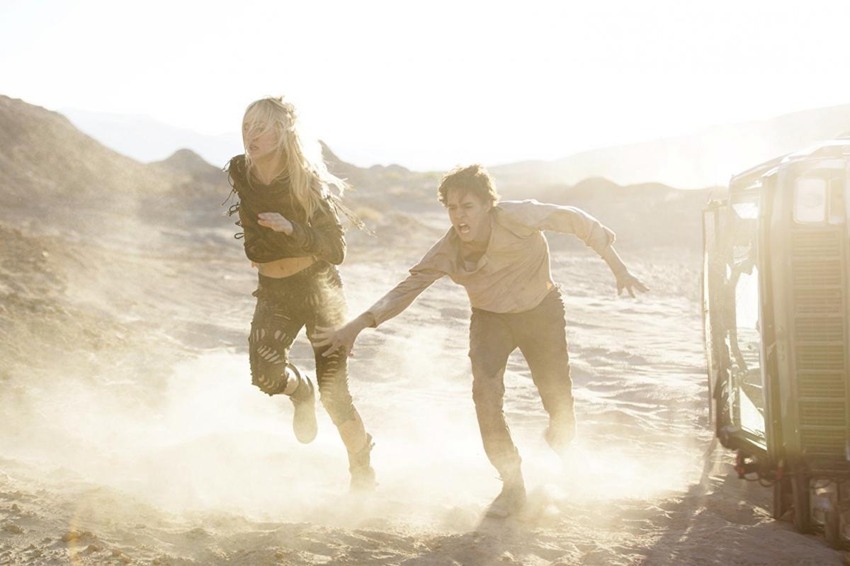 """תמונה של סוקי ווטרהאוס עם ג'פרי וולברג מתוך """"עולם המחר"""""""