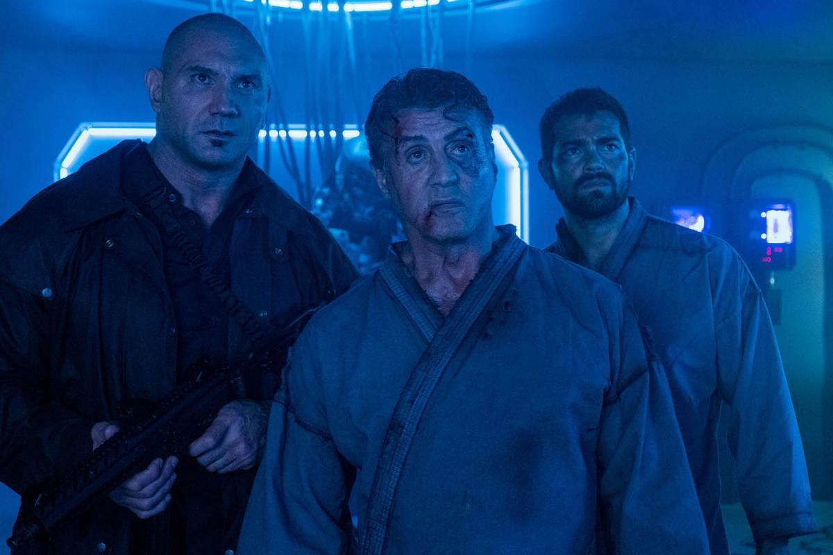 """תמונה של דייב בטיסטה עם סילבסטר סטאלון מתוך """"תוכנית בריחה 2: הגיהנום"""""""