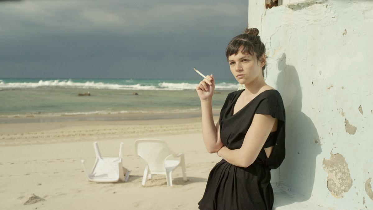 """תמונה של דמיאן דופרן עם ג'וי ריגר מתוך """"אין בתולות בקריות"""""""