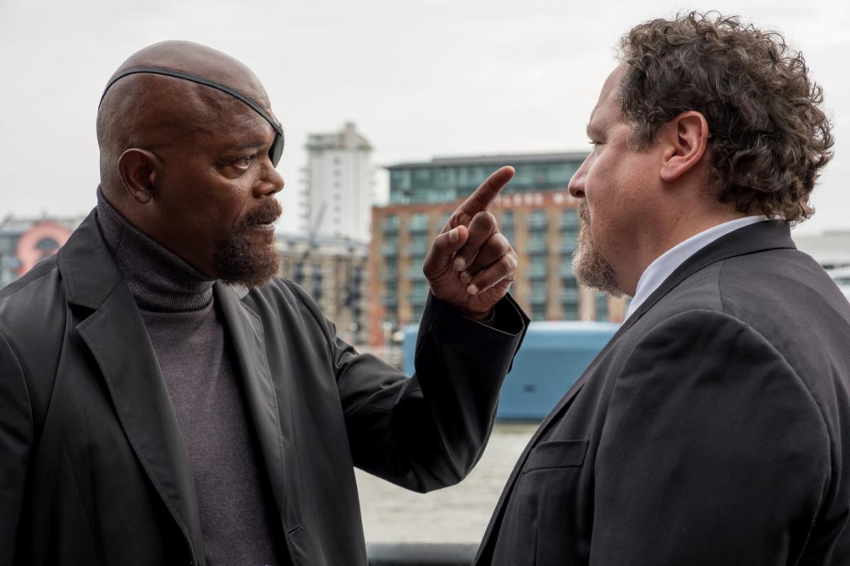 """תמונה של ג'ון פאבריו עם סמואל ל. ג'קסון מתוך """"ספיידרמן: רחוק מהבית"""""""