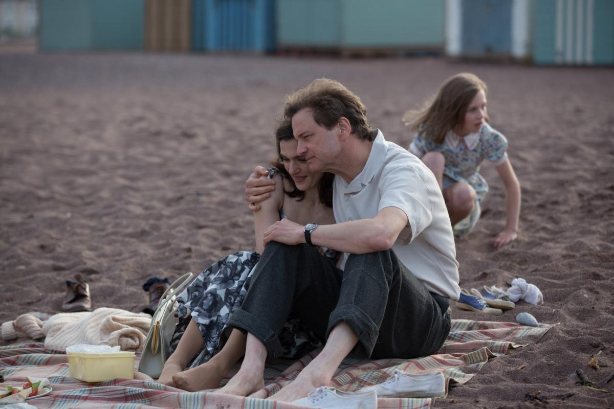 """תמונה של קולין פירת' עם רייצ'ל ווייז מתוך """"האוקינוס שבינינו"""""""