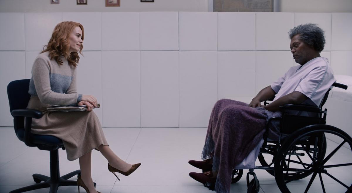"""תמונה של סמואל ל. ג'קסון עם שרה פולסון מתוך """"מיסטר גלאס"""""""