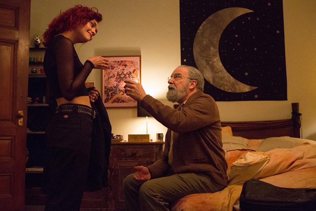 """תמונה של מנדי פטינקין עם אוליביה קוק מתוך """"החיים האלה"""""""