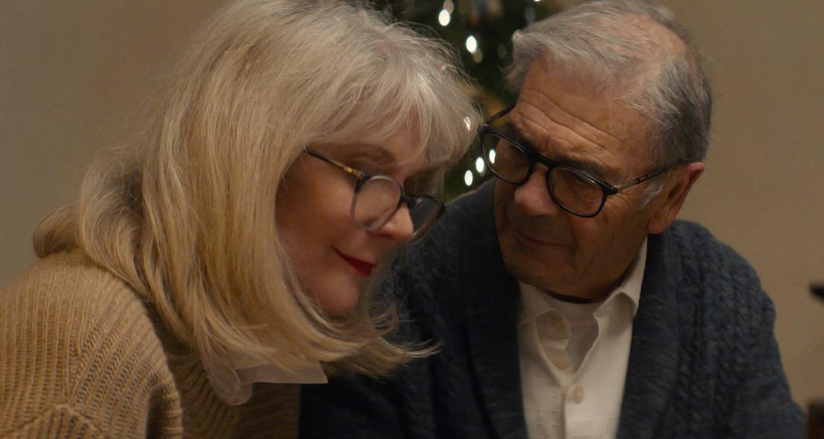 """תמונה של רוברט פורסטר עם בליית' דאנר מתוך """"אהבה כמו שלנו"""""""