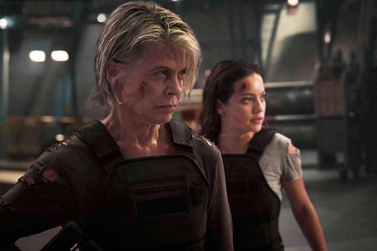 """תמונה של נטליה רייז עם לינדה המילטון מתוך """"שליחות קטלנית: גורל אפל"""""""