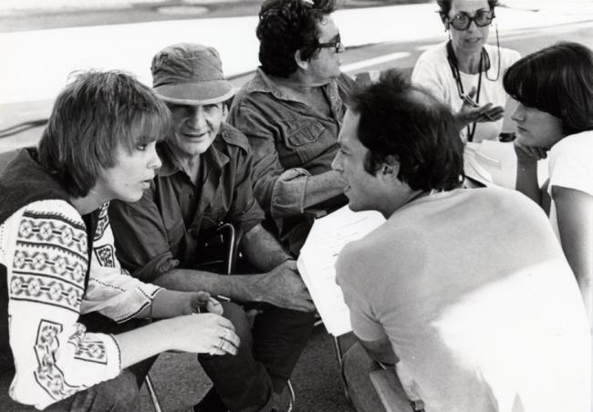 """יושבים משמאל לימין:חלי גולדנברג, שייקה אופיר ומנחם גולן, על הסט של """"מבצע יונתן"""". צילום: יוני המנחם."""