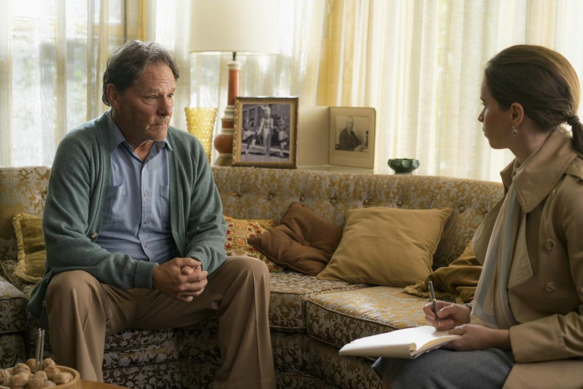 """תמונה של פליסיטי ג'ונס עם כריס מולקי מתוך """"המין החזק"""""""