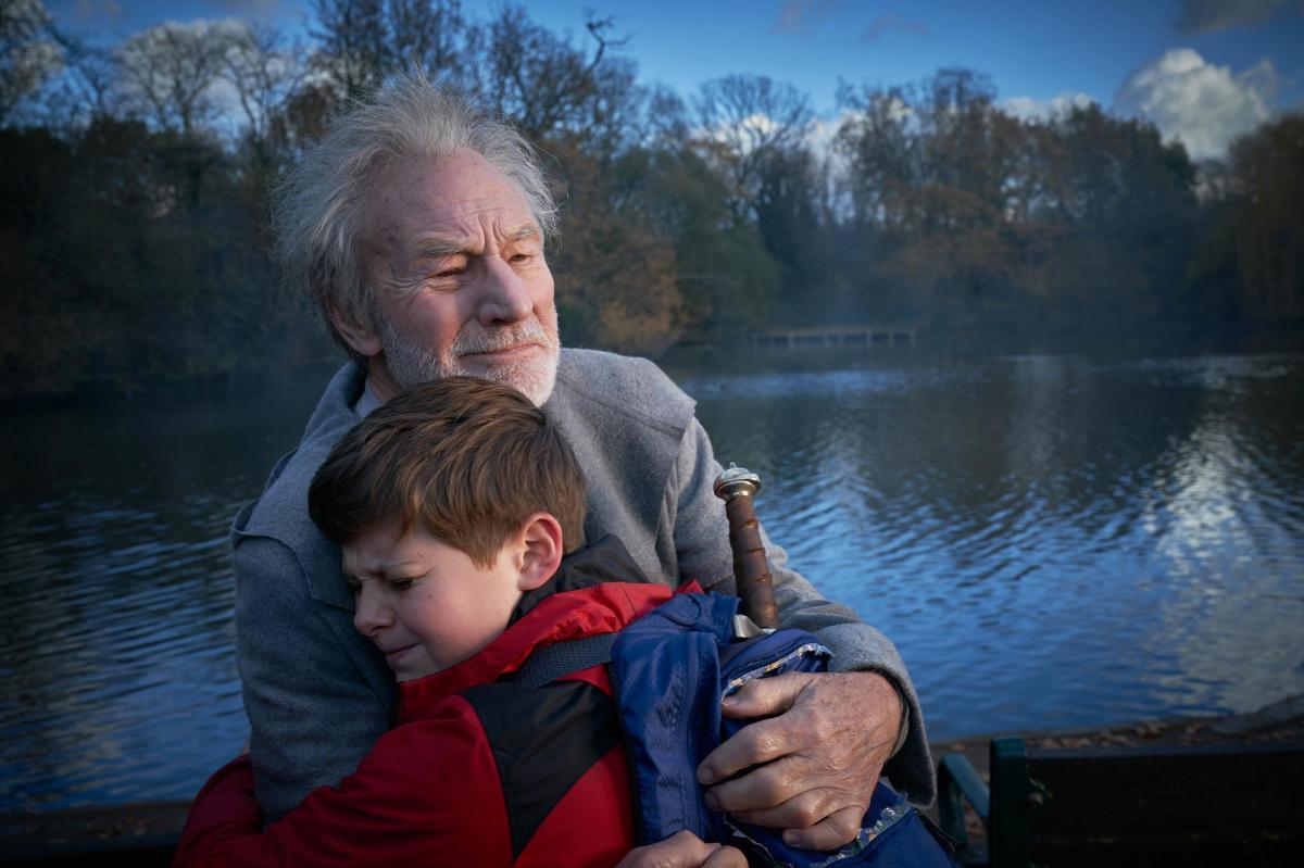 """תמונה של פטריק סטוארט עם טום טיילור מתוך """"הילד שיהיה מלך"""""""