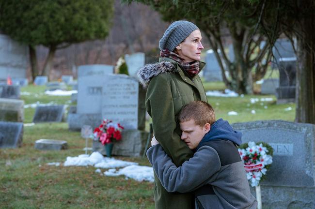 """""""בן חזר הביתה"""". ג'וליה רוברטס, לוקאס הדג'ס."""